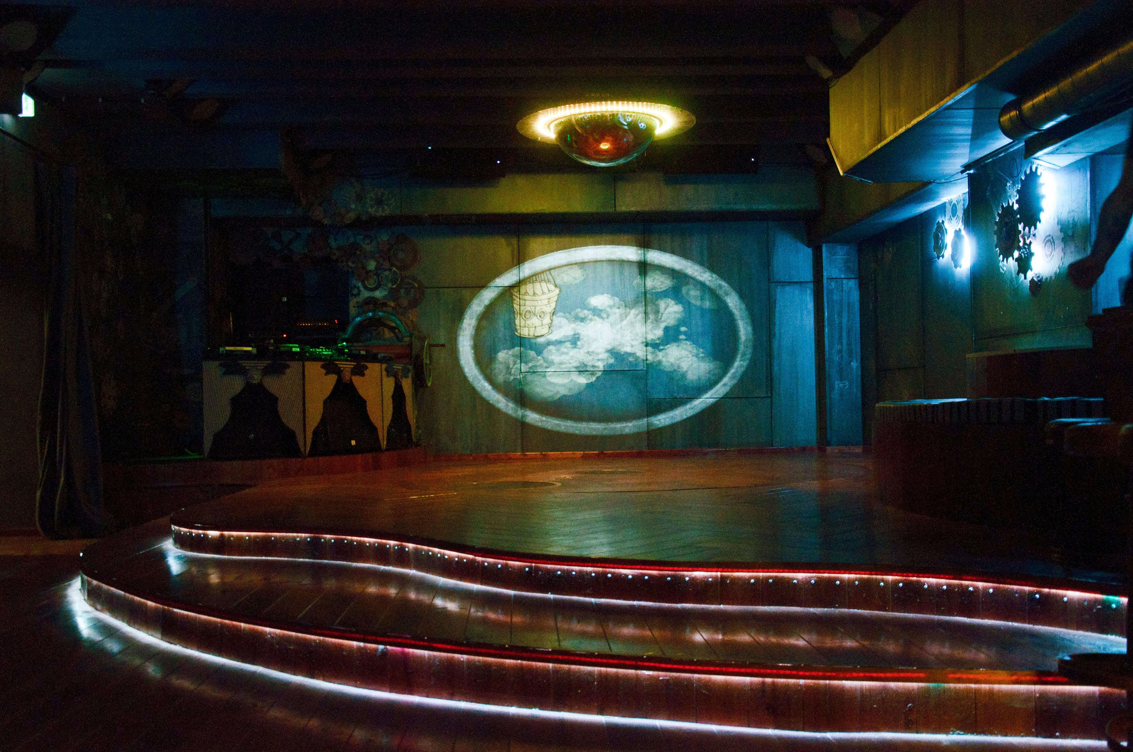 cosmic kaspar - club, bar und partyraum zum mieten   bühne