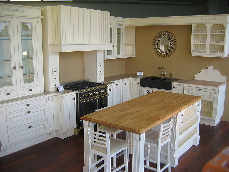 cuisines d 39 exposition chene massif en solde. Black Bedroom Furniture Sets. Home Design Ideas