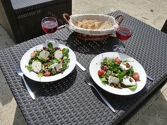 Geitenkaas salade op het terras