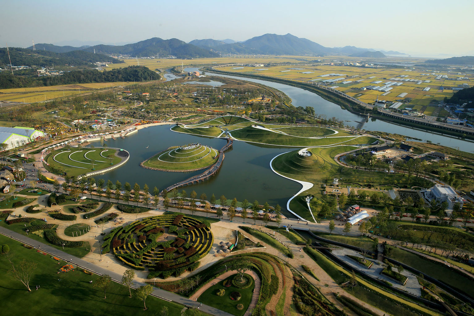 Suncheon-si South Korea  city images : Echelon of mounds mountains