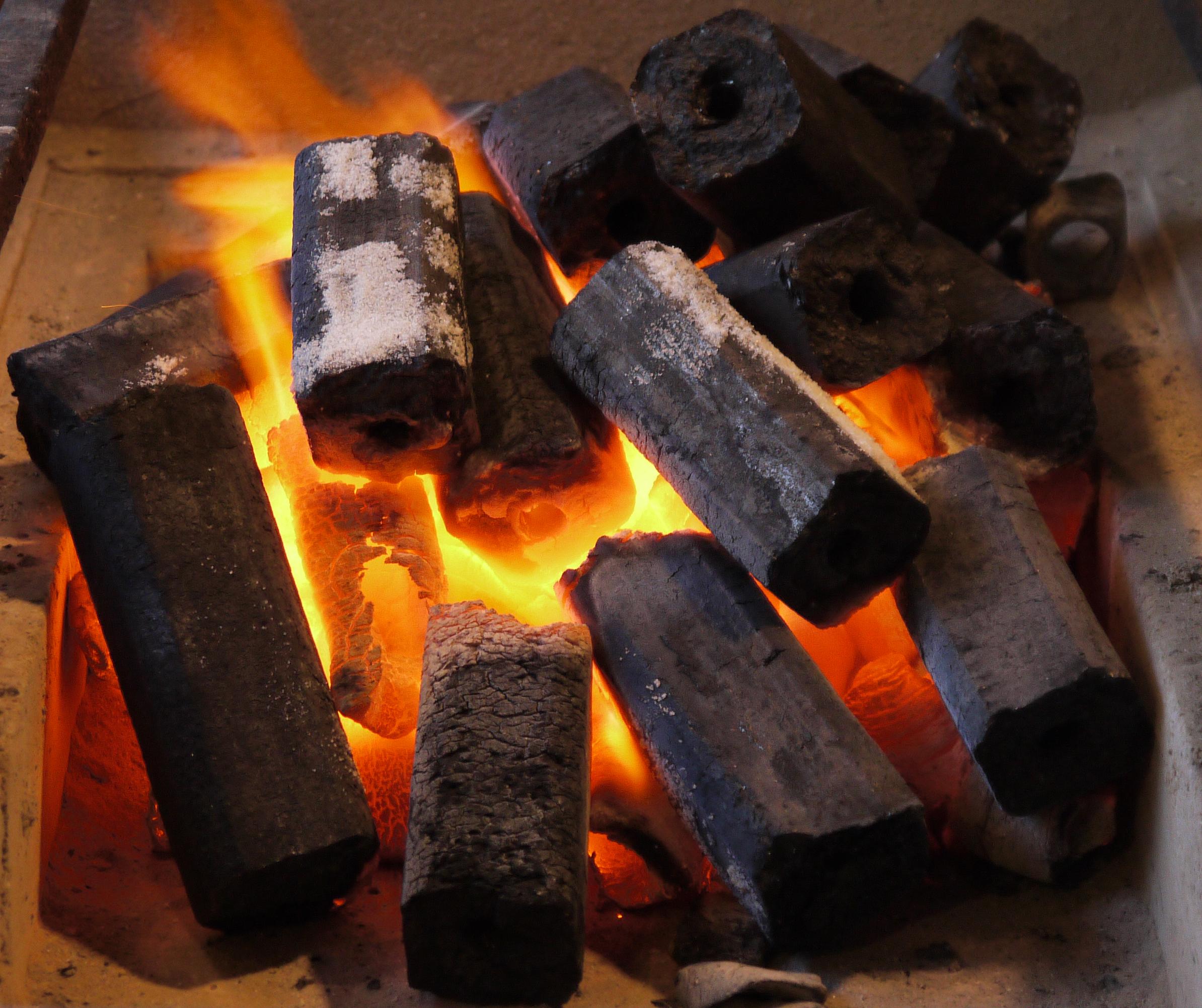 Сделать уголь своими руками