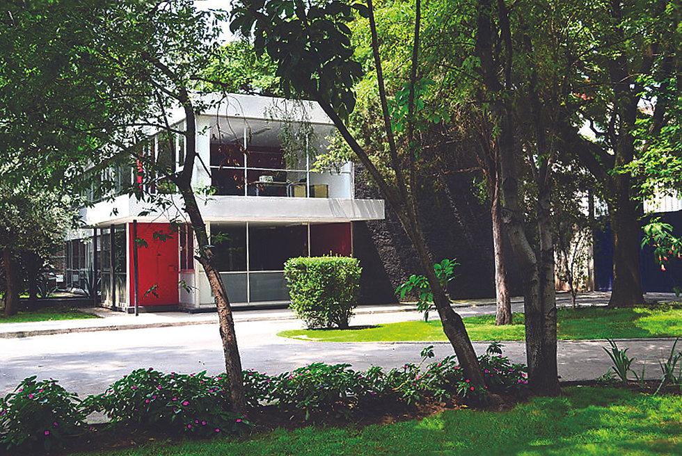 Edificio_y_Jardín.jpg