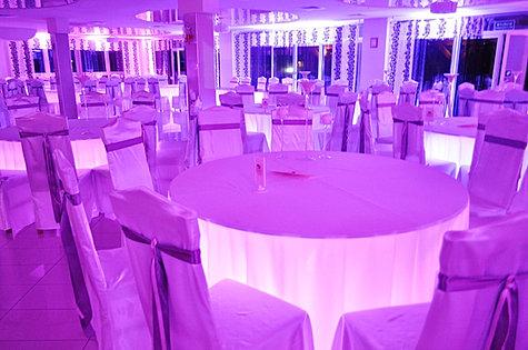 Podświetlenie stołów gości