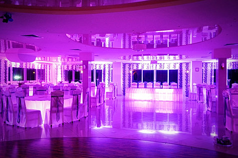 Dekorowanie światłem sali weselnej