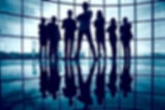 silhueta-de-empresarios-confiantes_1098-
