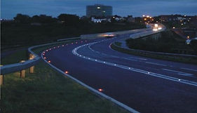 mayor seguridad en las rutas, utilizando tachas de energia solar