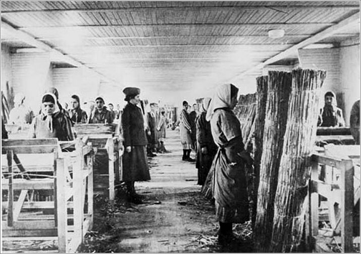 the experiences in the concentration camps during the holocaust A holocaust survivor shares how he survived multiple concentration camps and death marches in a heartbreaking reddit ama  i was there during the winter  in response to a question about how.