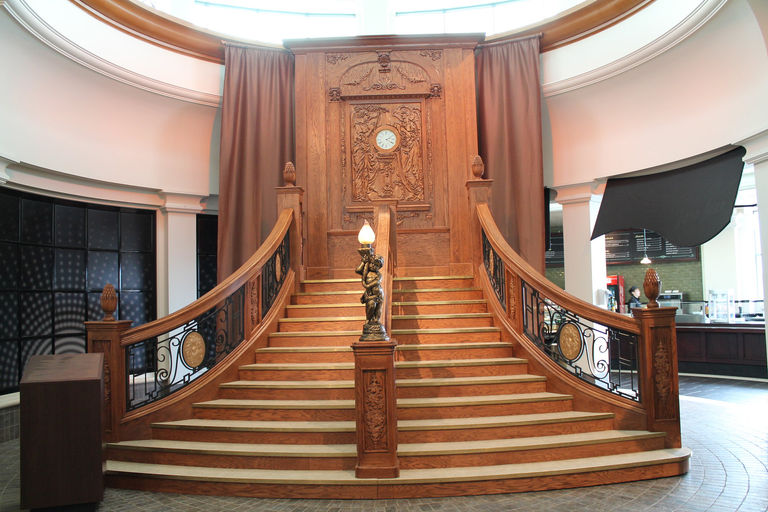 Casino   Titanic Stairs 49 JPG. EXPRESSIONS OF WOOD   CUSTOM SOLID WOOD FURNITURE