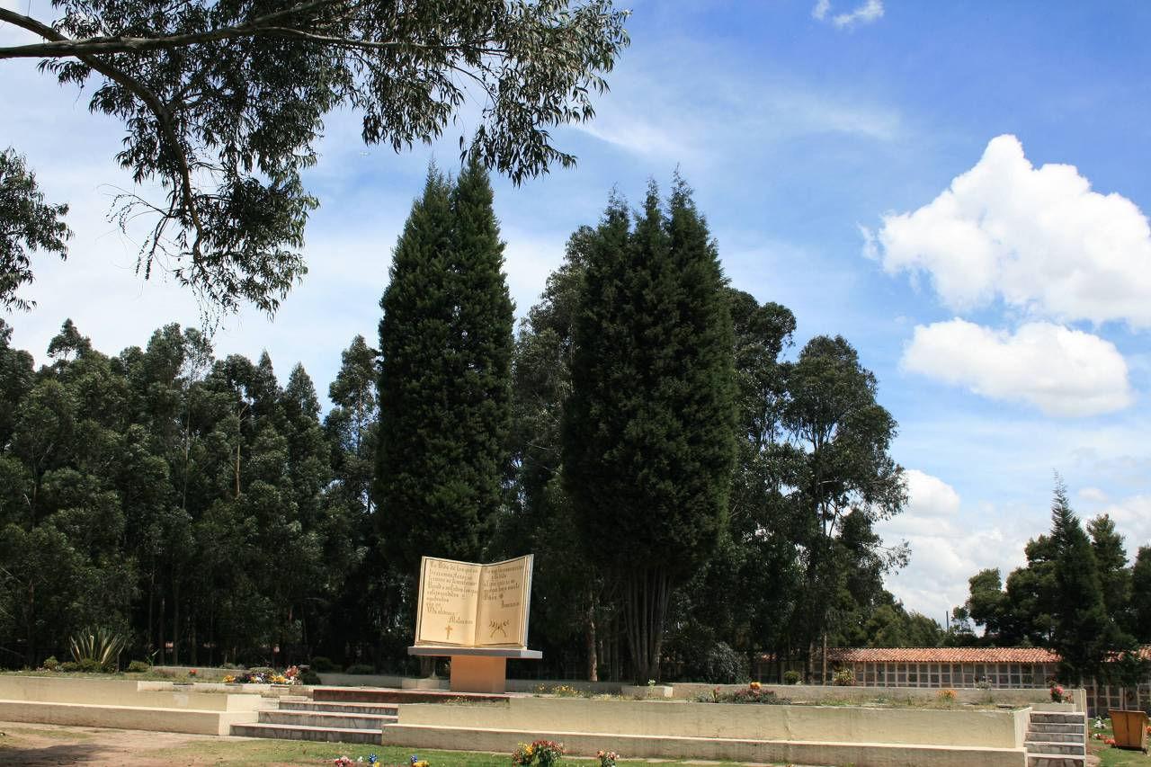 Jardines del apogeo parque cementerio for Cementerio jardin del oeste