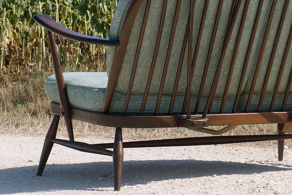 Anterieur design sofa ercol windsor 203 ercolani for Canape windsor