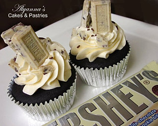 Hershey's candy cupcakes