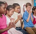 Niños en la iglesia