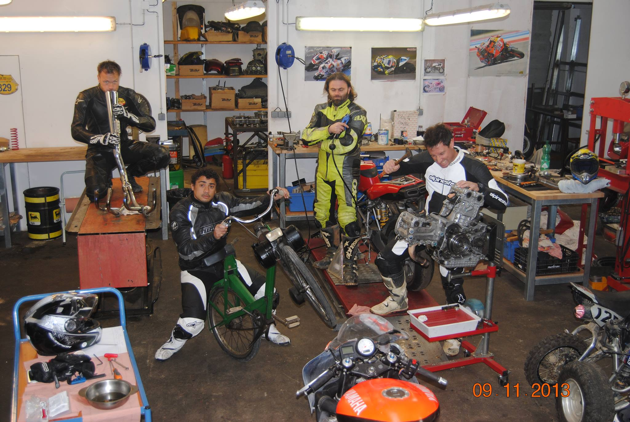 Soir e team fnf chez franck garage franck garage for Garage preparation moto
