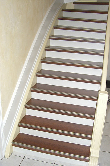 renovation escalier escalier droit bicolore. Black Bedroom Furniture Sets. Home Design Ideas