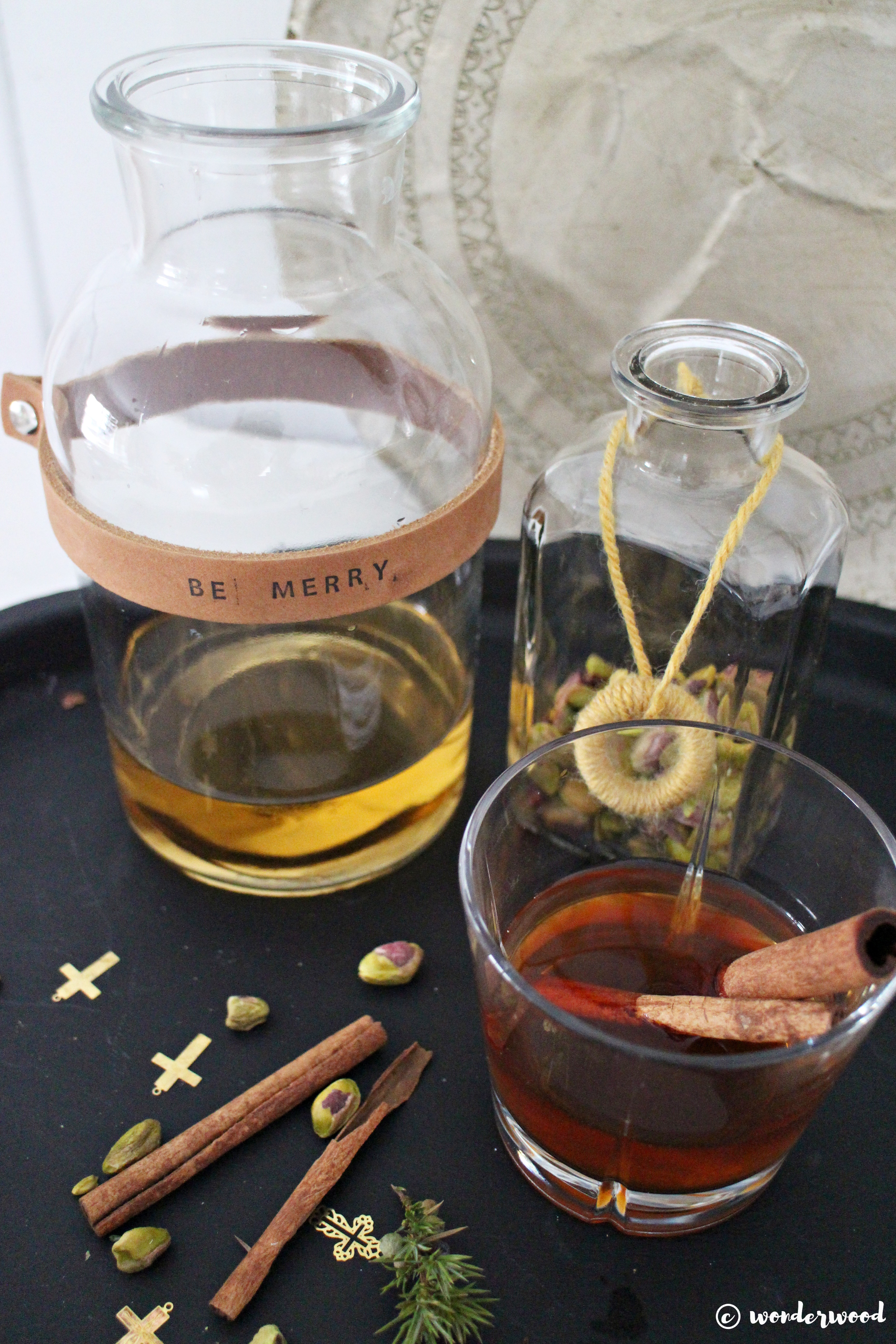 Tips til hjemmelagde julegaver 7: diy karaffel med skinn // Homemade Christmas gift ideas 7: diy leather tag carafe