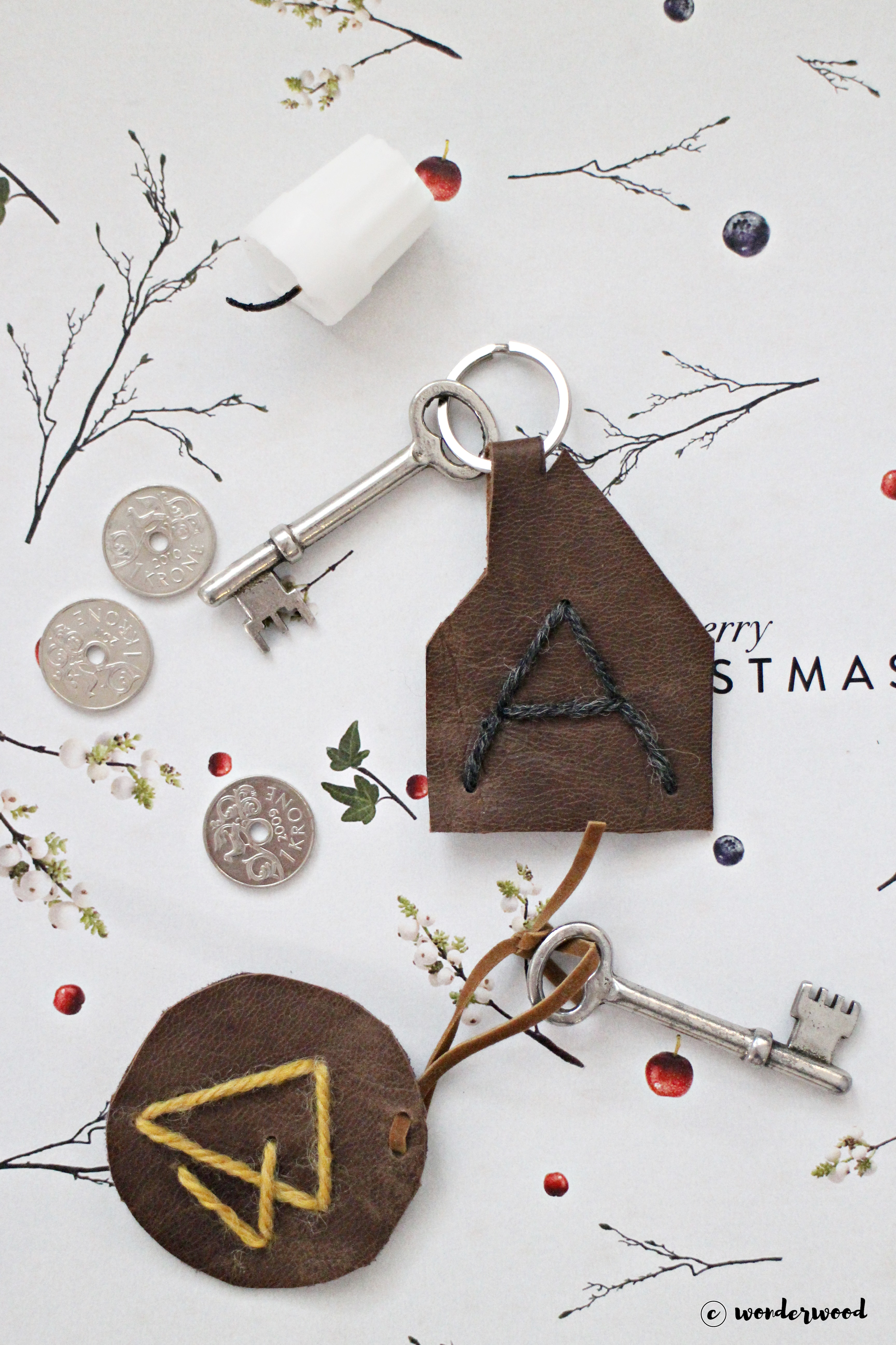 Tips til hjemmelagde julegaver 8: diy nøkkelanheng i skinn // Homemade Christmas gift ideas 8: diy leather keychain