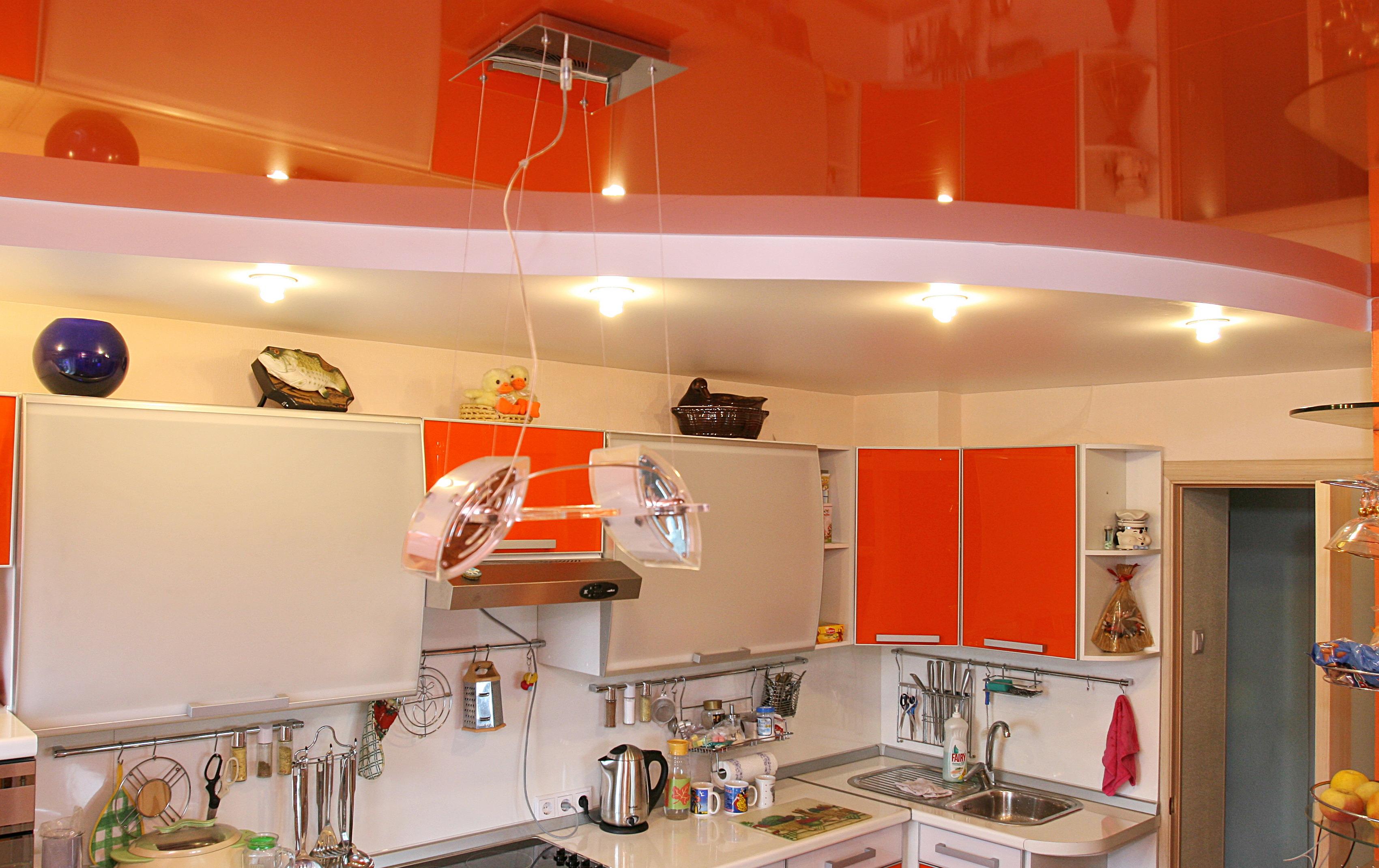 Дизайн кухонных потолков фото