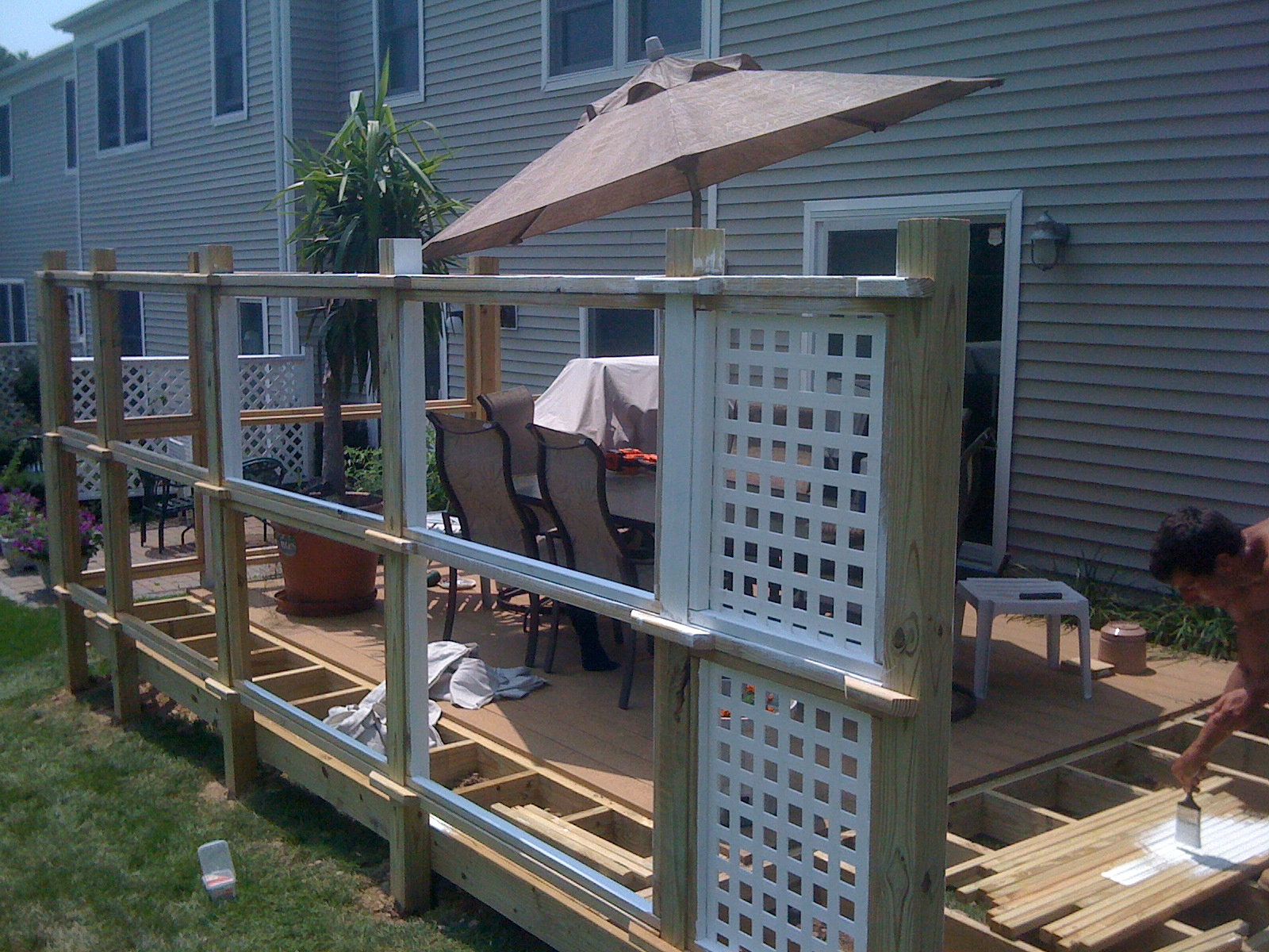 Privacy screen and deck expansion for Install lattice privacy screen