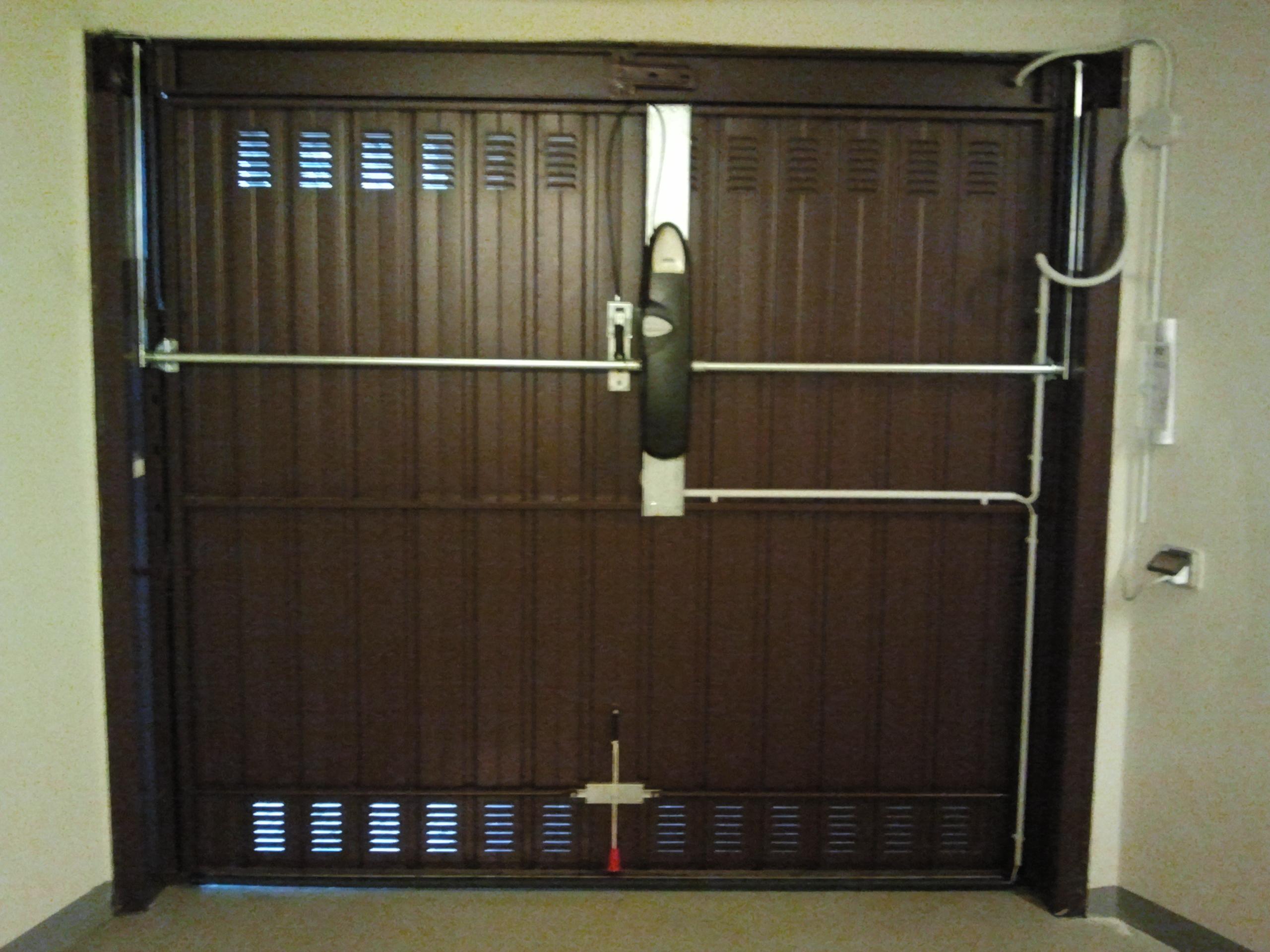 Portoni sezionali e porte basculanti per garage sezionali - Serratura porta basculante garage ...