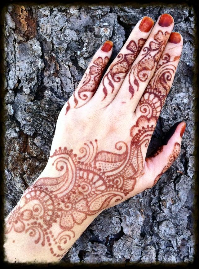 Mehndi Crescent Moon : Crescent moon henna