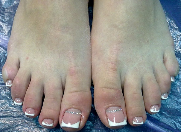 Френч на ногтях ногах