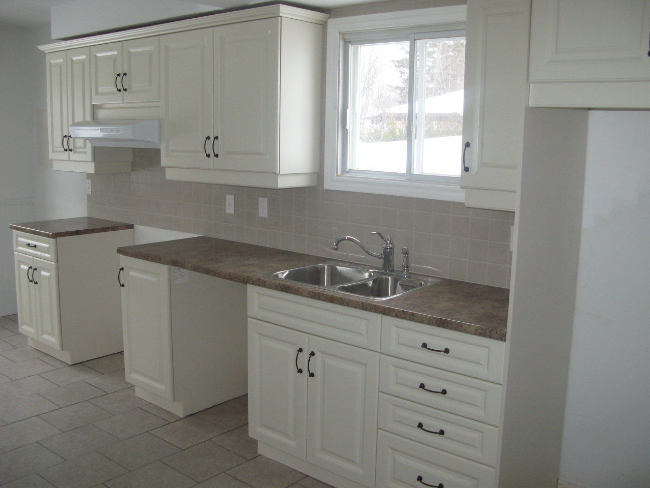 Montreal kitchen cabinets for Thermofoil kitchen cabinets