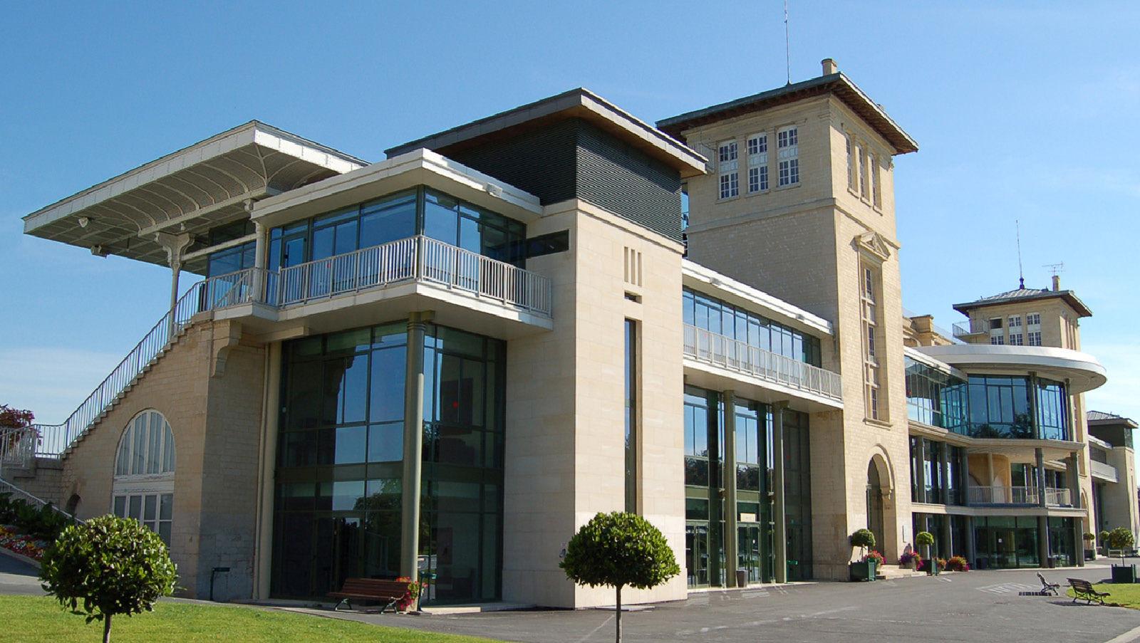 Didier lefort architectes associ s hippodrome chantilly - Architecte chantilly ...