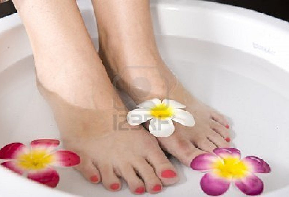 4149475-a-lady-having-a-pedicure-treatment-in-a-spa.jpg