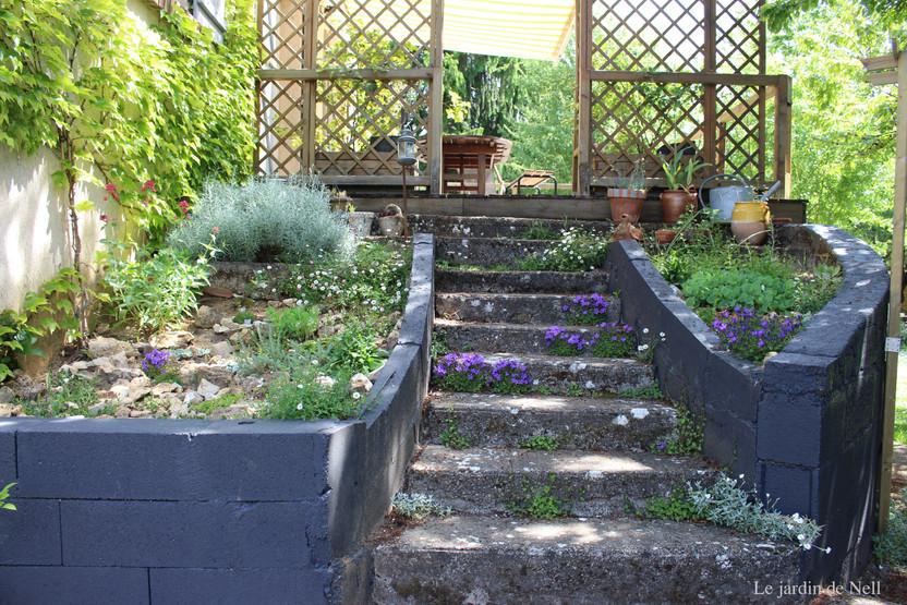 Rocaille De L'Escalier | Le Petit Jardin Des Vignes