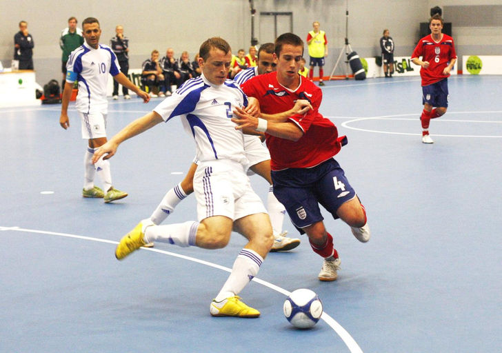 how to become a professional futsal player