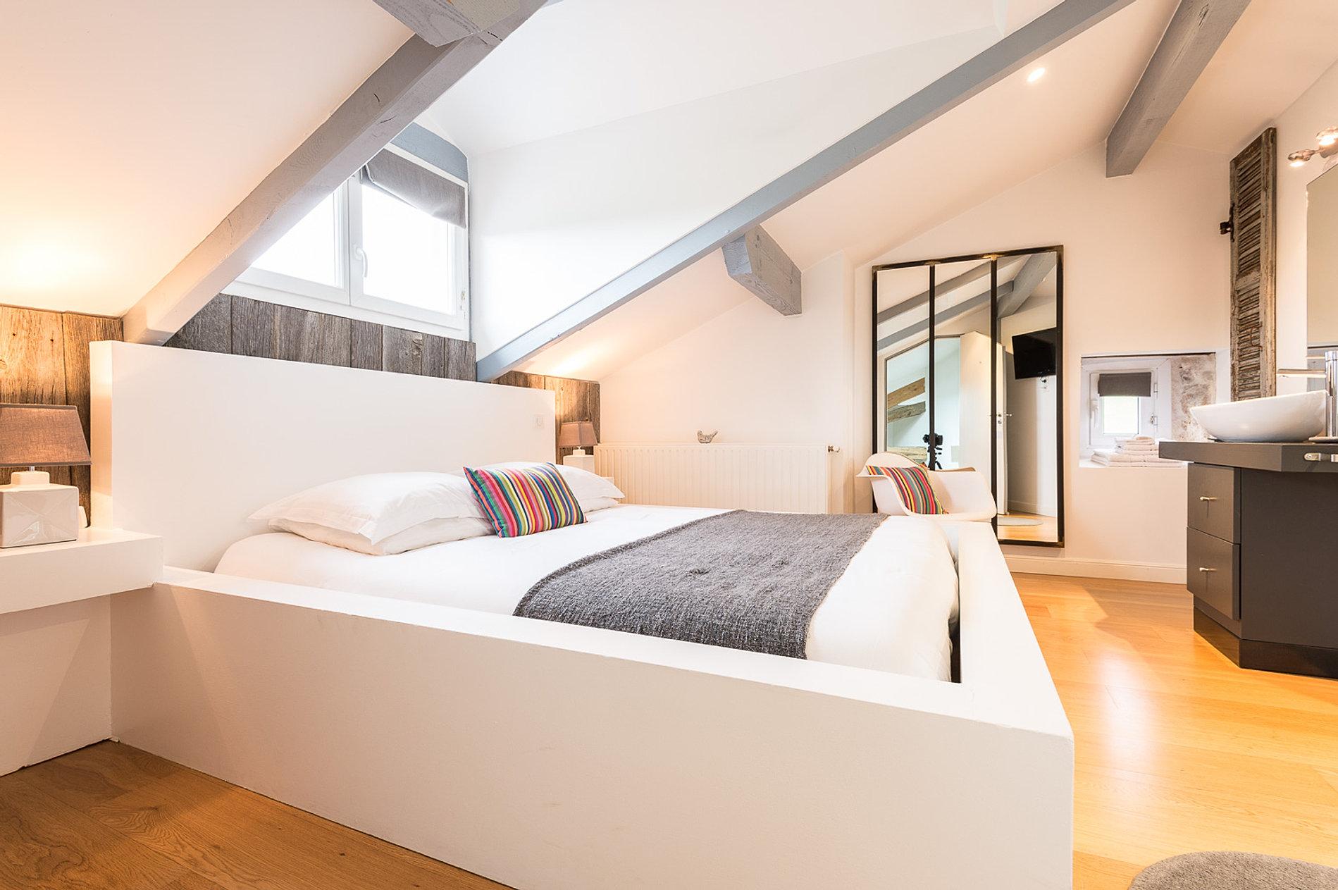 location chambre d 39 h tes au pays basque la chambre kafia. Black Bedroom Furniture Sets. Home Design Ideas
