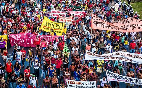 27M - Indios e movimenti sociali a Brasilia