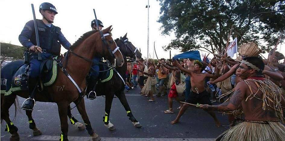 Brasilia, 27.05 - La cavalleria affronta gli indios