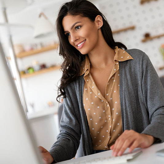 attractive-business-woman-working-on-com