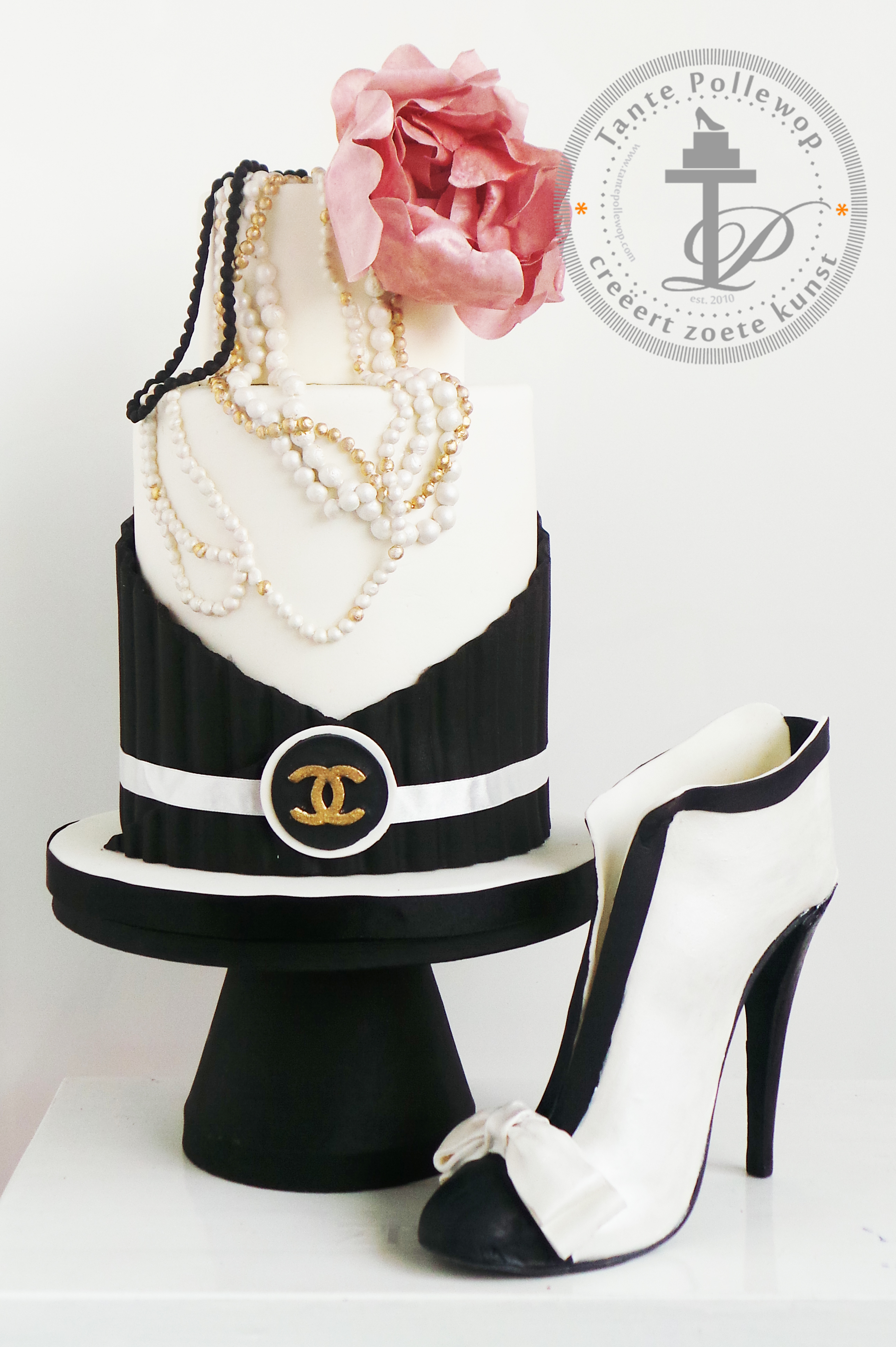 Tante Pollewop Cake Design | Chanel Cake including fondant shoe