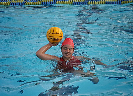 how to swim to safety on the easiest game