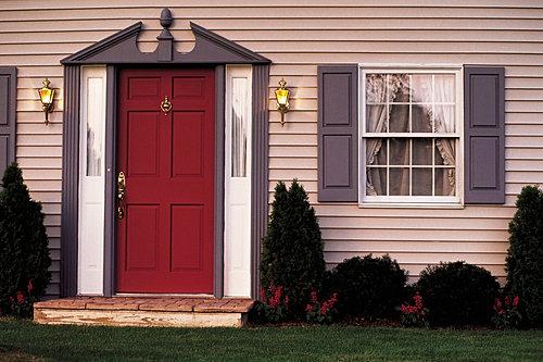 двери уличные входные в частный дом