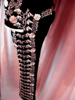 gala negro con bordado en plata.jpg
