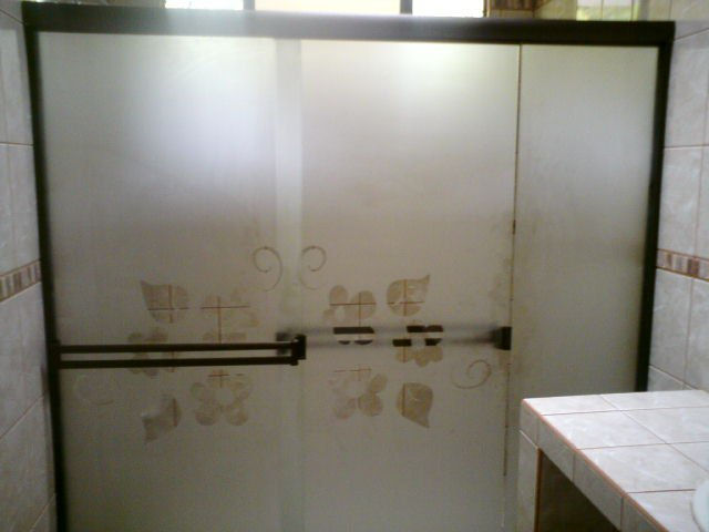 Vidrios monge orotina todo en soluciones de vidrio y for Puertas para bano en aluminio