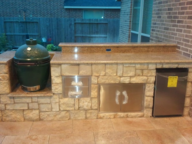 Outdoor kitchens patio covers katy tx houston green egg for Drop in grills for outdoor kitchens