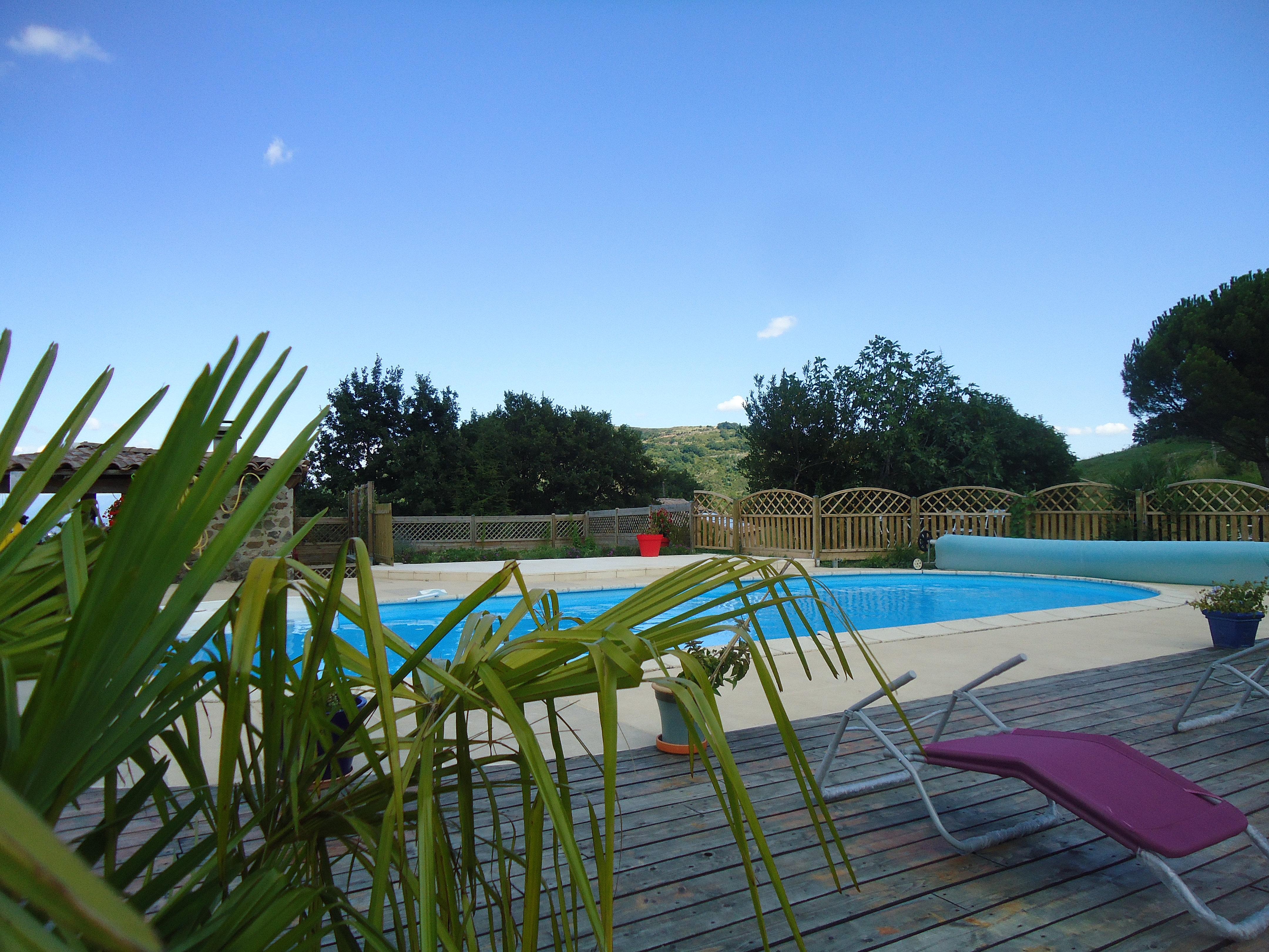 Gitesdefassemale la piscine for Piscine 3 05 x 1 22