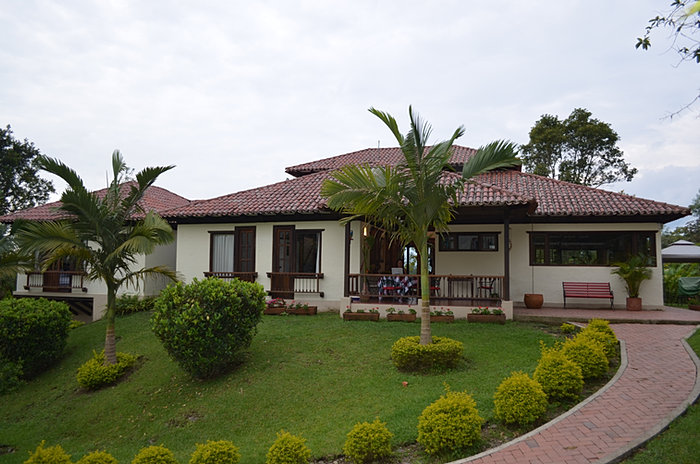 Casas campestres construccion personalizada venta de planos for Cubiertas para casas campestres
