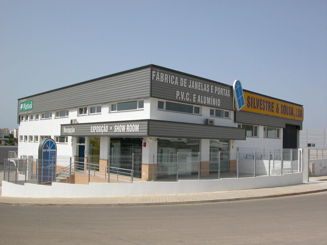 #6E5C3C Silvestre e Sousa Fábrica Portas Janelas PVC Alumínio Isolamento  1728 Janela De Aluminio No Es