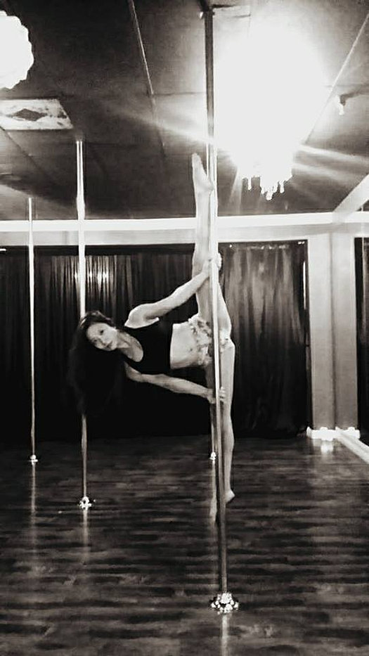 Level 4 Pole Dancing-Heel Box Split
