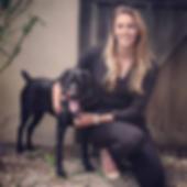 Julie Heuzé avec sa chienne Madame