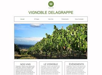 Vignoble Template - Un template frais et moderne pour représenter votre vignoble, votre cave ou votre ferme. Ajoutez du texte et téléchargez vos photos pour présenter vos cultures et votre savoir-faire, votre philosophie et vos produits. Dès aujourd'hui, modifiez le et développez votre visibilité sur le Web !