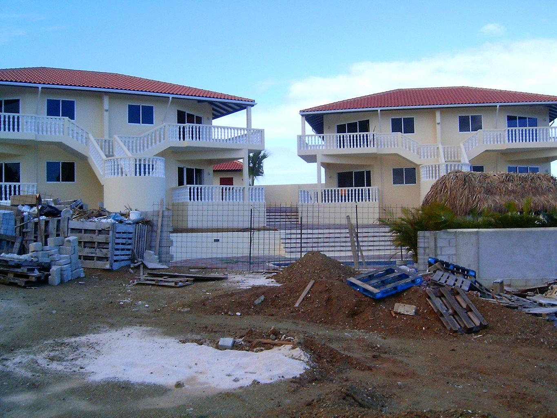Aanneem en bouwbedrijf facit n v bouw verbouw curacao for Bouwbedrijf huizen