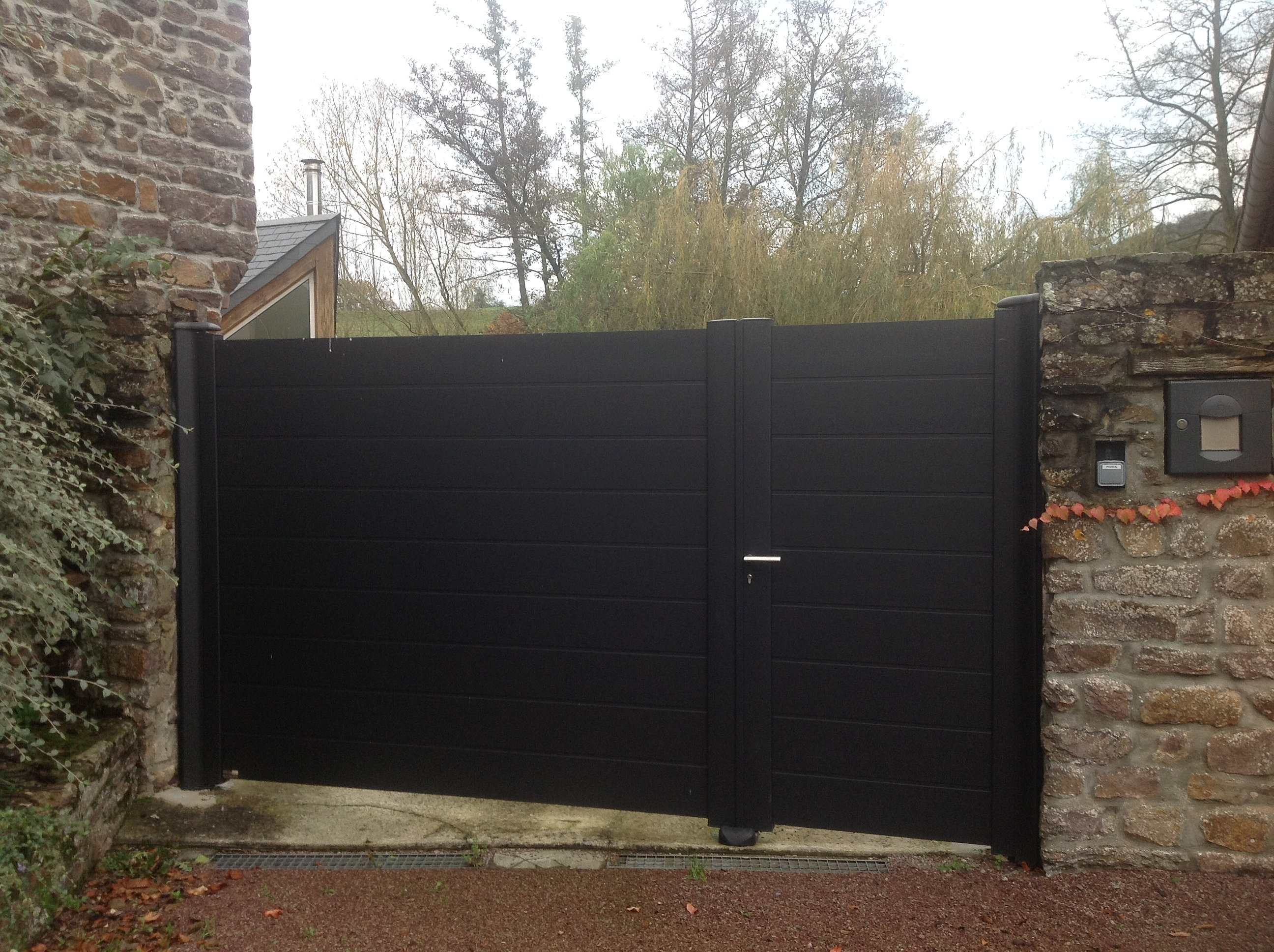 Portail aluminium caen calvados portail alu tierce ref for Portail de jardin aluminium