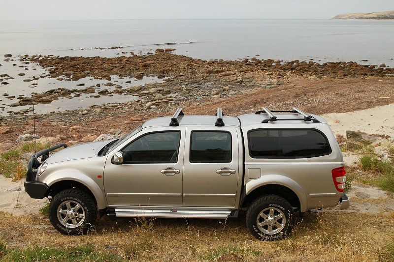 TOYOTA HILUX DUAL CAB RAZORBACK CANOPY WITH RHINO ROOF BARS & Wix.com - Website built by websitenow based on Blank Website ...