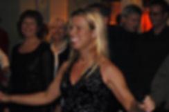 Stine Ortvad midt i en danse undervisning